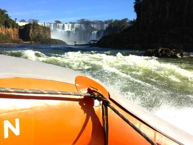 Iguazu falls gummibåt safari. Fossefall.
