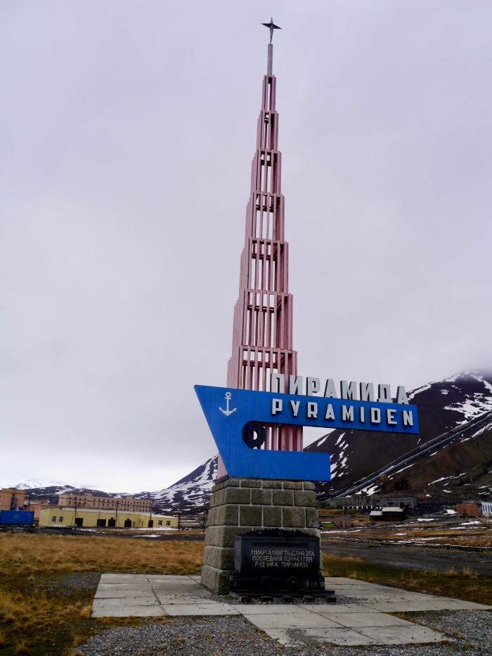 Pyramiden, nedlagt gruveby på Svalbard