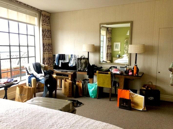 Shopping i London fyller opp rommet på the Soho hotel