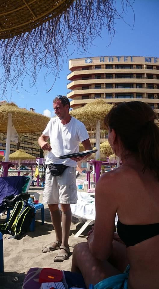 Torremolinos, servering på strandpromenaden