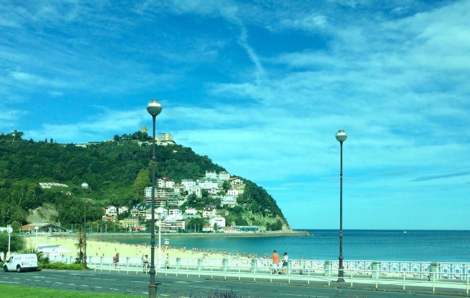 utsikt opp mot Mount Igueldo, San Sebastian
