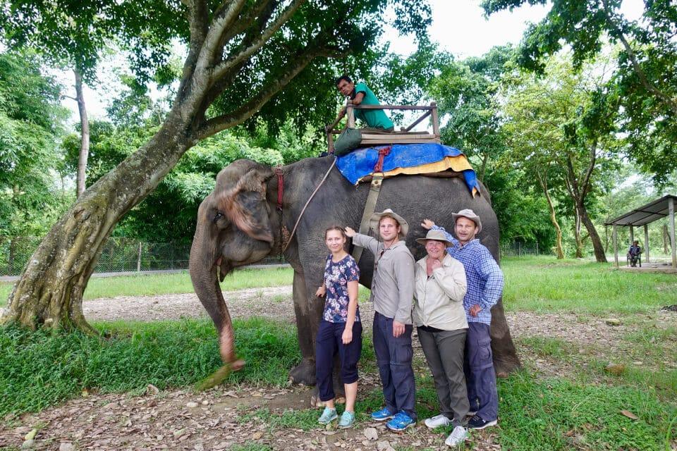 Elefantsafari i Chitwan. Tigerland Safari Resort
