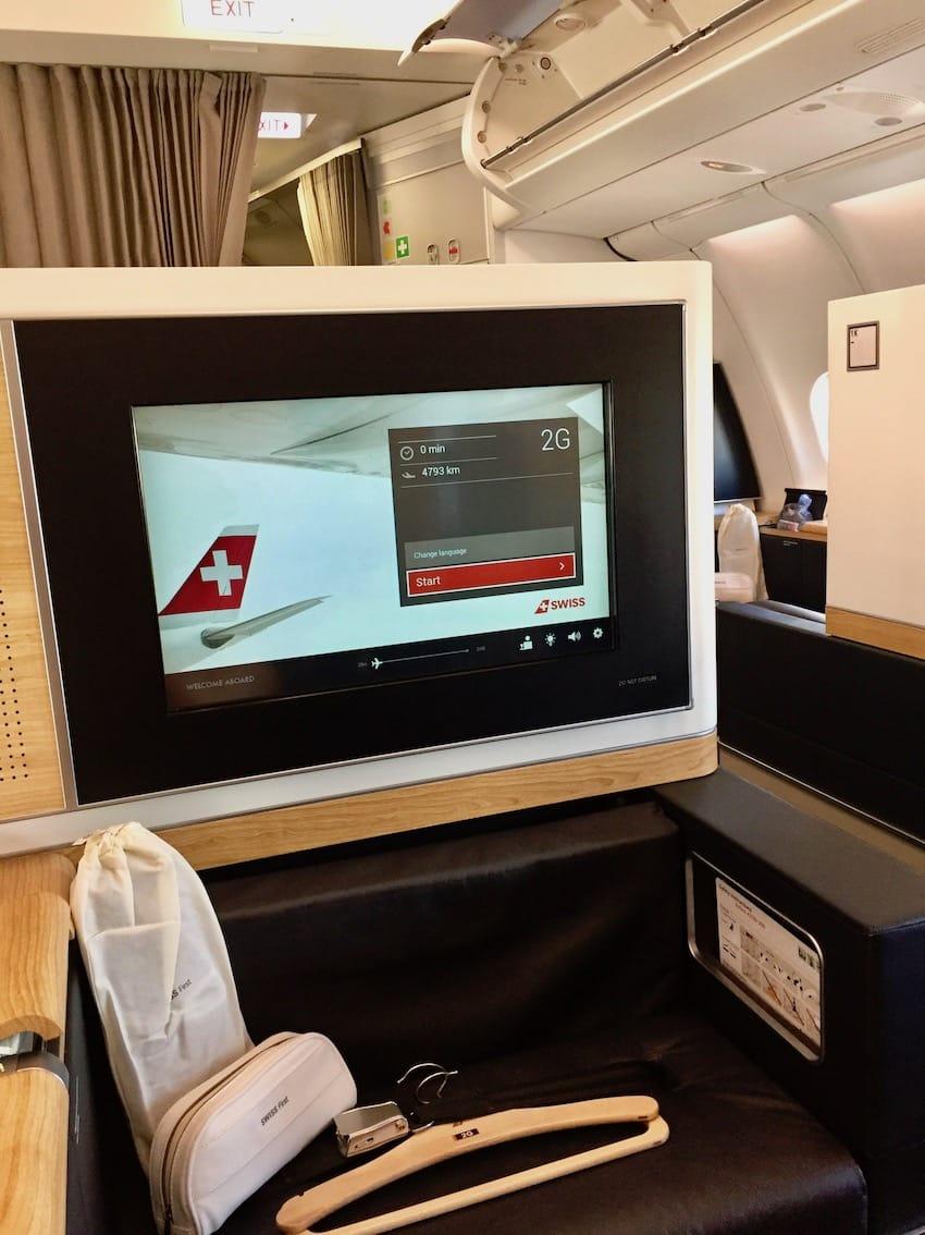 Skjermene er store og fine, Anmeldelse: Zurich til Dubai