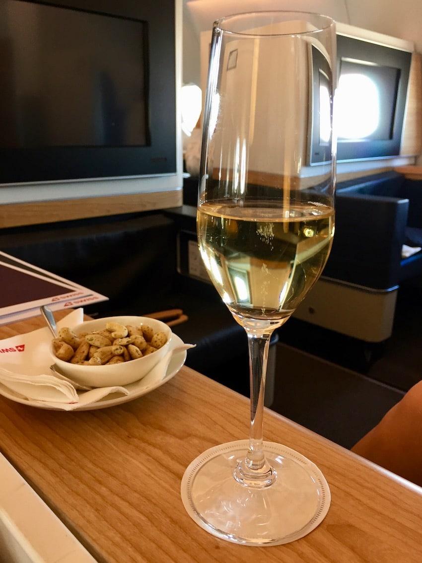 Champagne og nøtter før puch back, Zurich til Dubai