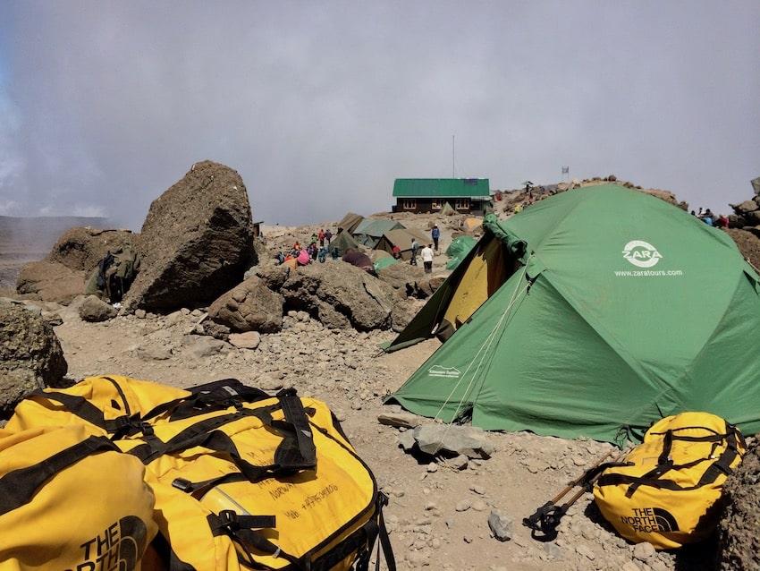 En av de mange capene på vei opp Kilimanjaro