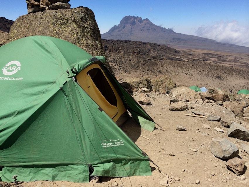 En av de mange campene opp Kilimanjaro