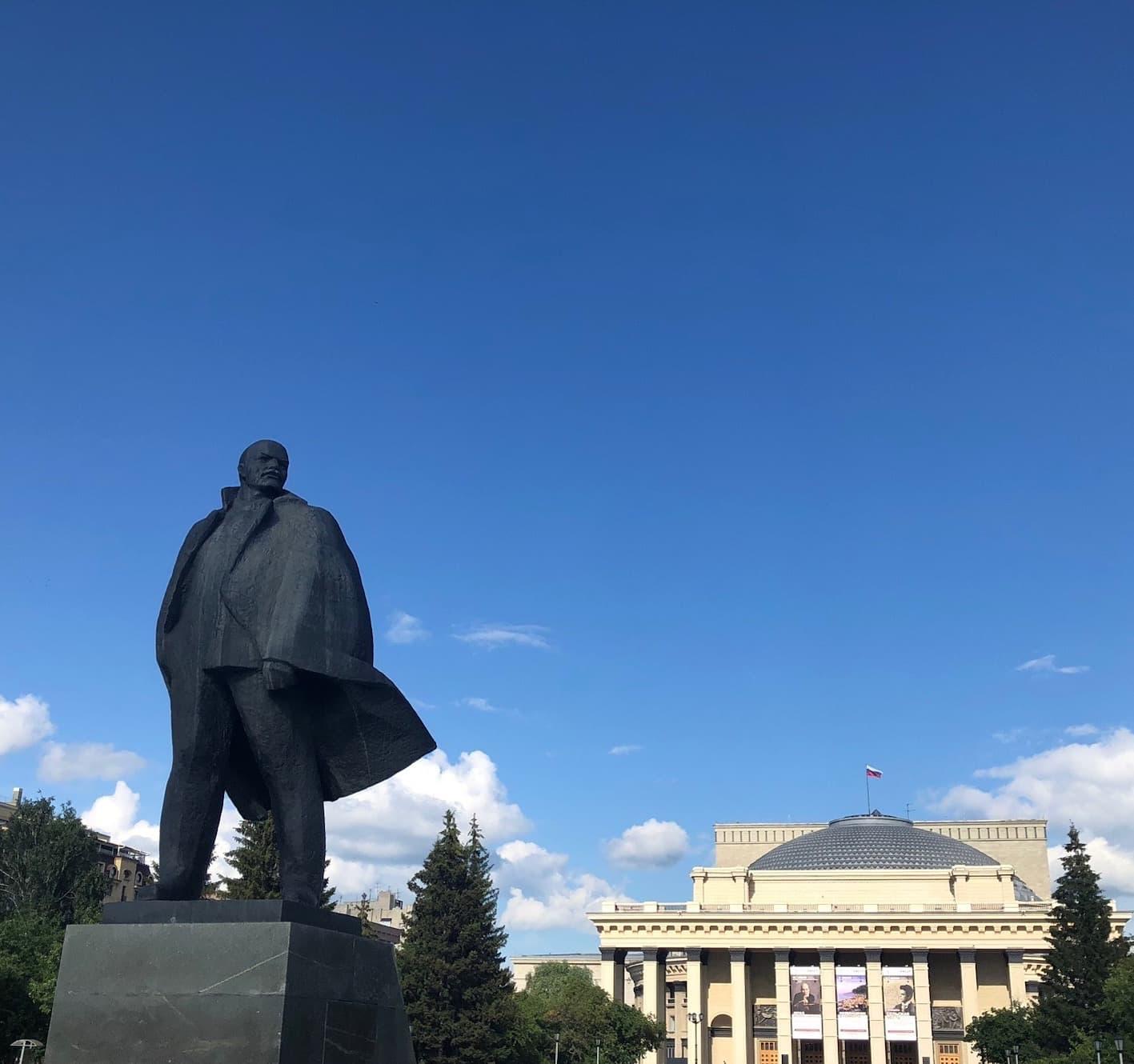 Statuer utenfor operahuset