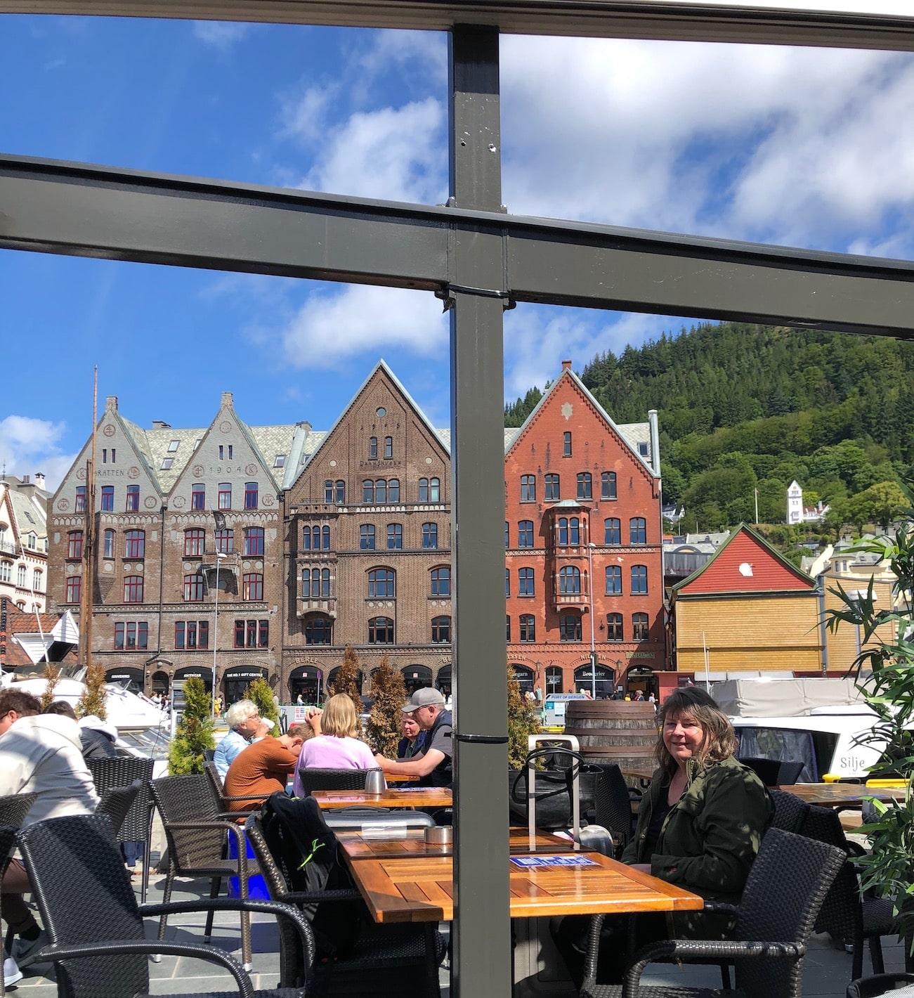 En lunsj på Bryggen i Bergen før vi går ombord i Hurtigruten dag 1