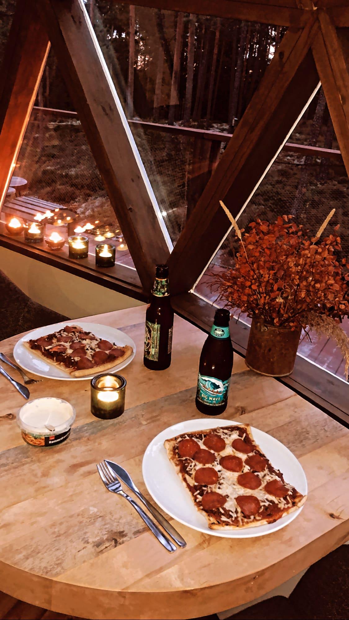 Pizza i en tretopphytte, Rakkestad.