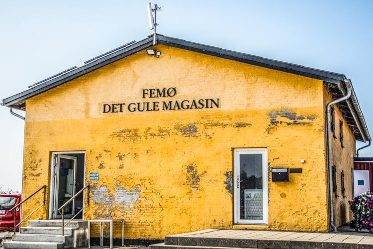 femoe-det-gule-magasin