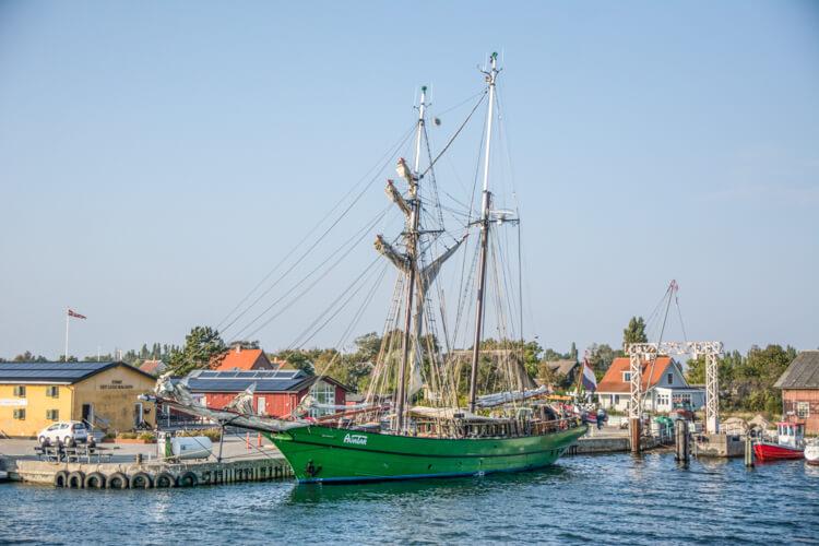 femoe-havn-skib
