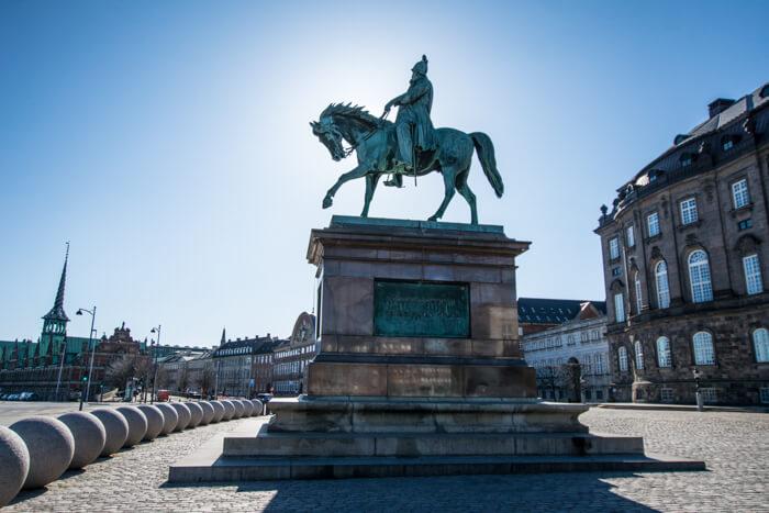 rytterstatuen-christiansborg-slot