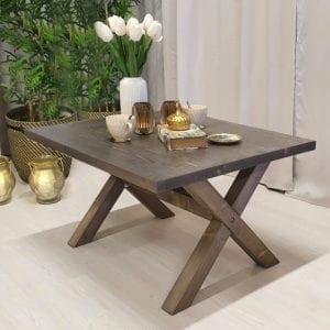 Rektangulärt soffbord med kryssben, bets i rustikgrå, 100x82 cm.