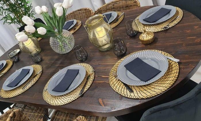 Ovalt bord betsat i mörk ek, 210x115 cm.