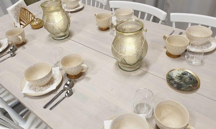 Rektangulärt bord med raka ben och delad skiva, 200x100 cm.