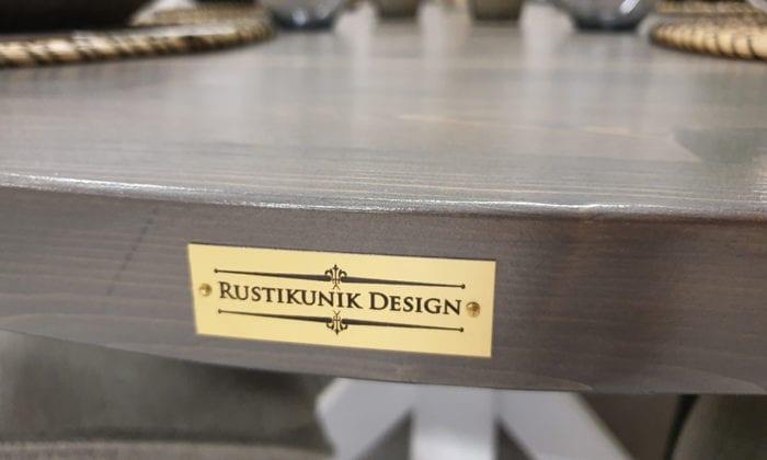 Ovalt matbord med iläggsskiva, vita ben.