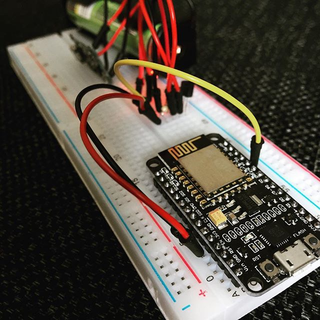 Built a 1 cell NodeMCU Temp. Reporter #nodemcu #arduino #thingspeak #ds18b20 #iot #18650battery #tp4056 #sa6bwx