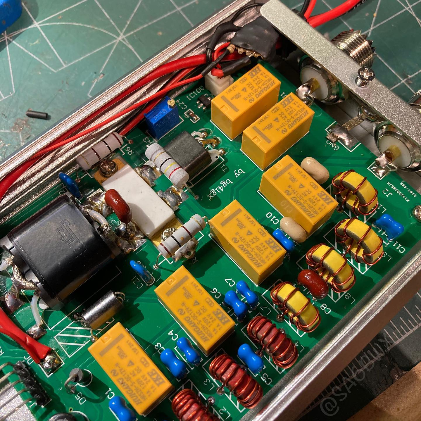 Thanks to Kevin @kb9rlw the MxP50m Amp is now working with Rs-918. A transistor, diode and a resistor was added on a protoboard. Now the radio only need to sink 1mA instead of 40mA! Check out Kevins Youtube channel for the instructions. #mchf #rs918 #mxp50m #sa6bwx #qrp #electronics #hamradio #hamradiouk #amateurradio #kb9rlw