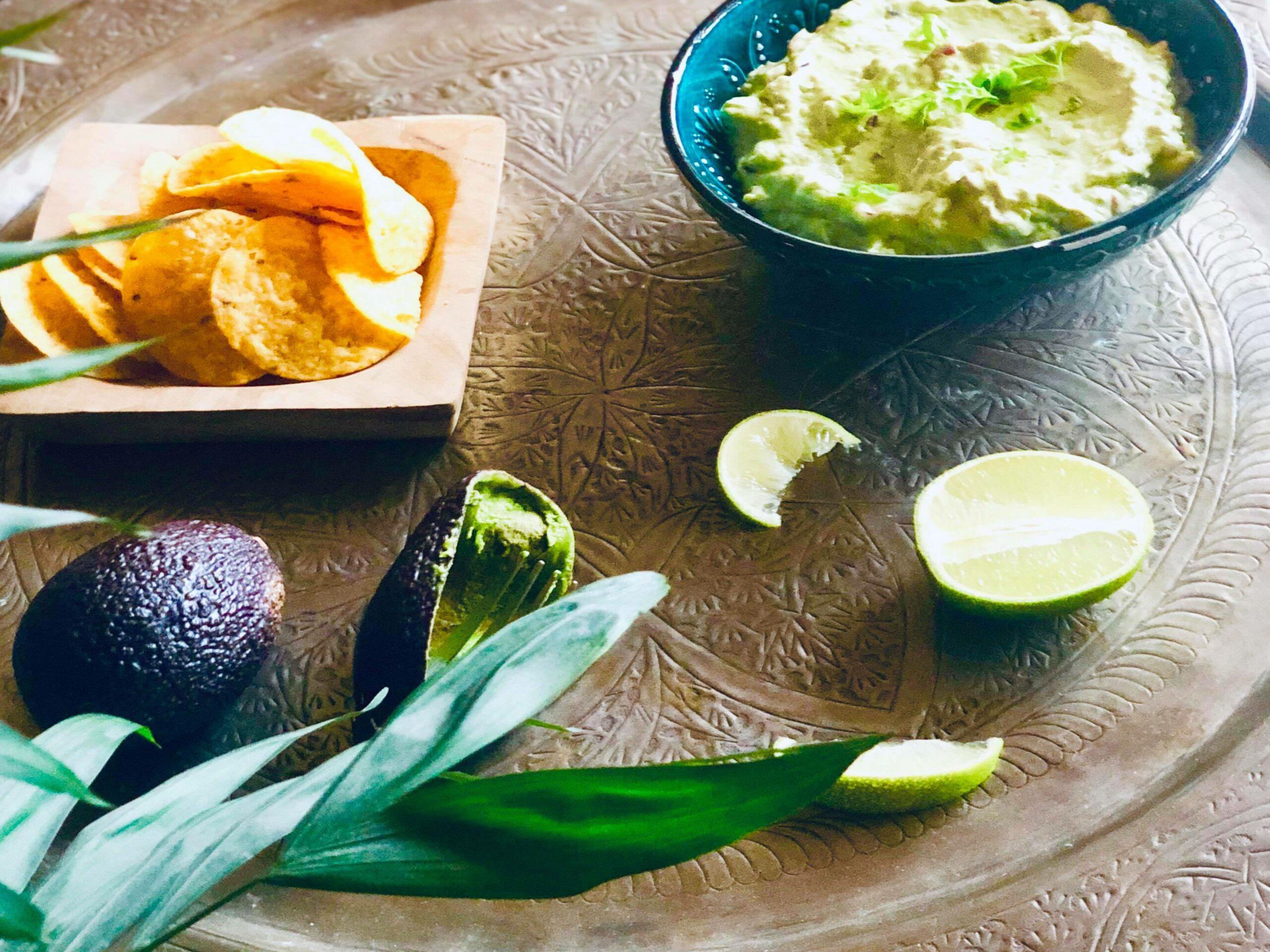 Verdens beste guacamole med avokado, lime, og nachos