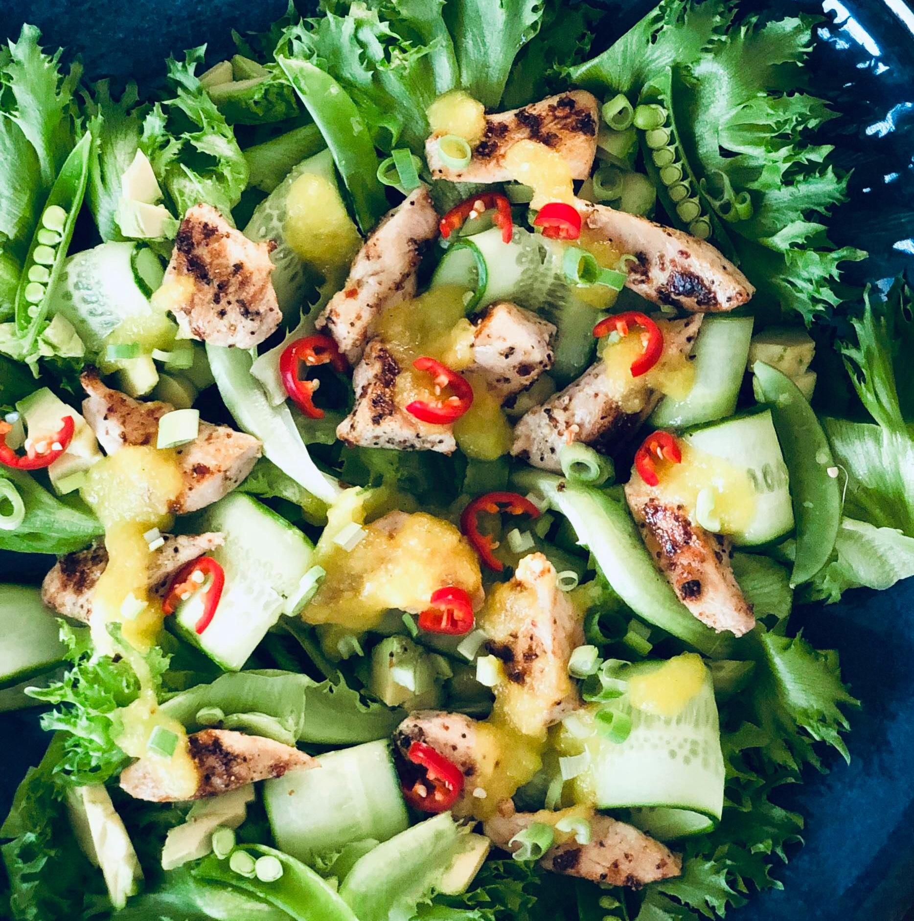 Kyllingsalat med mangosaus