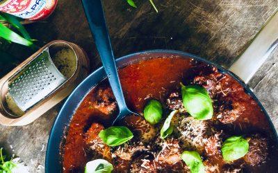 Saftige kjøttboller i tomatsaus