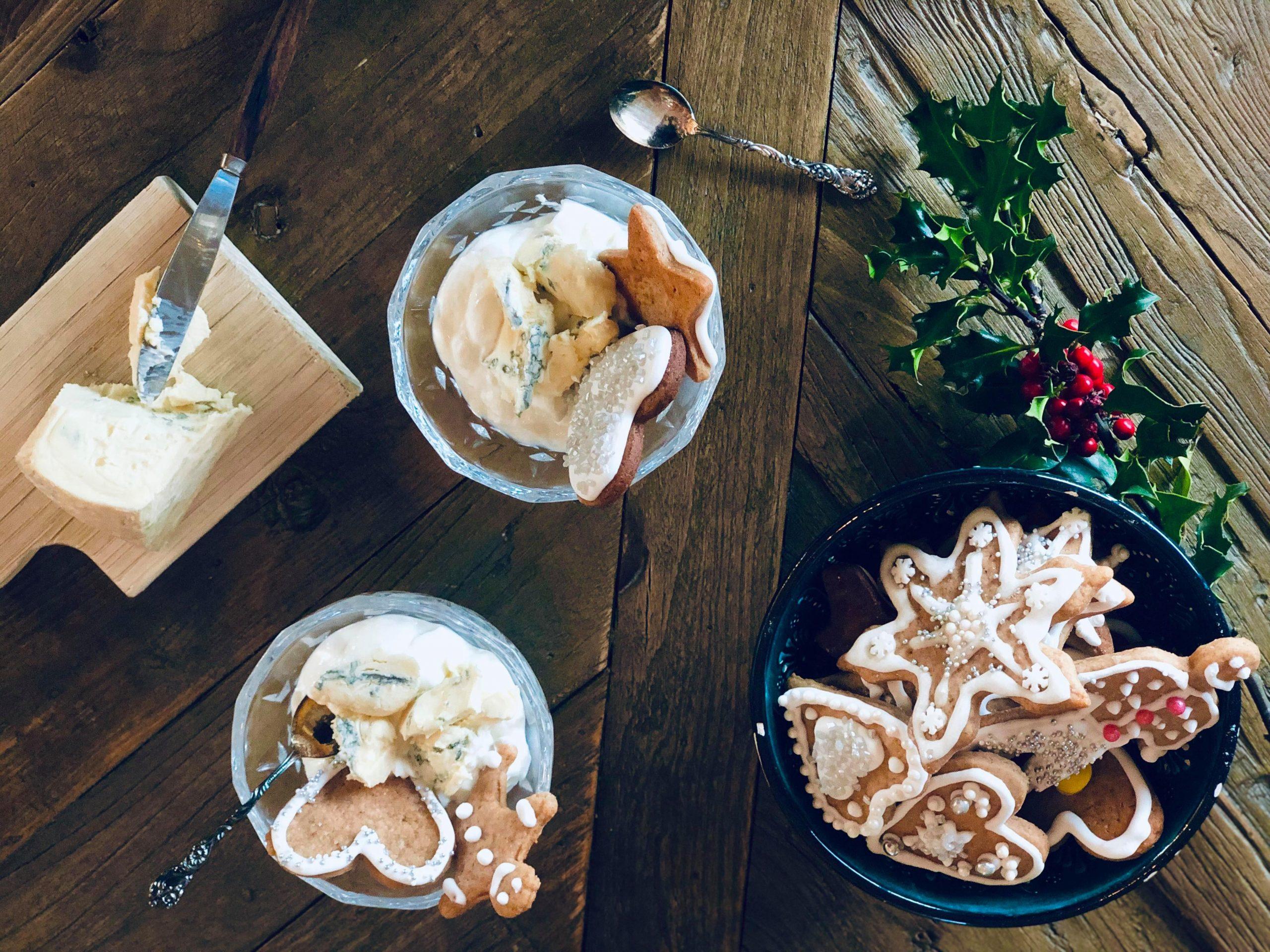 Yoghurt, pepperkaker og blåmuggost