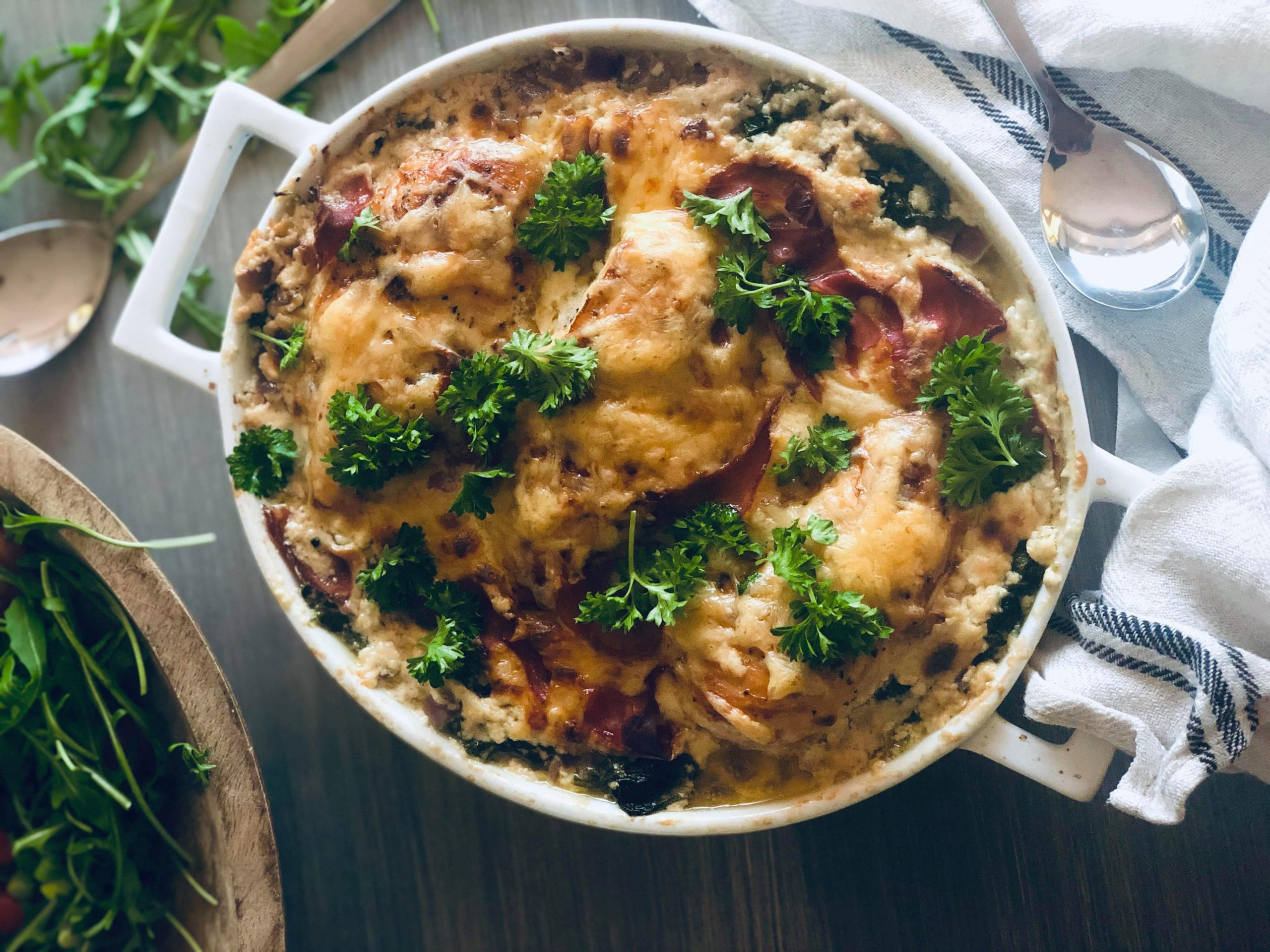 Parmesanbakt kylling med kremet saus