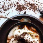 Kakao med krem i brun kopp
