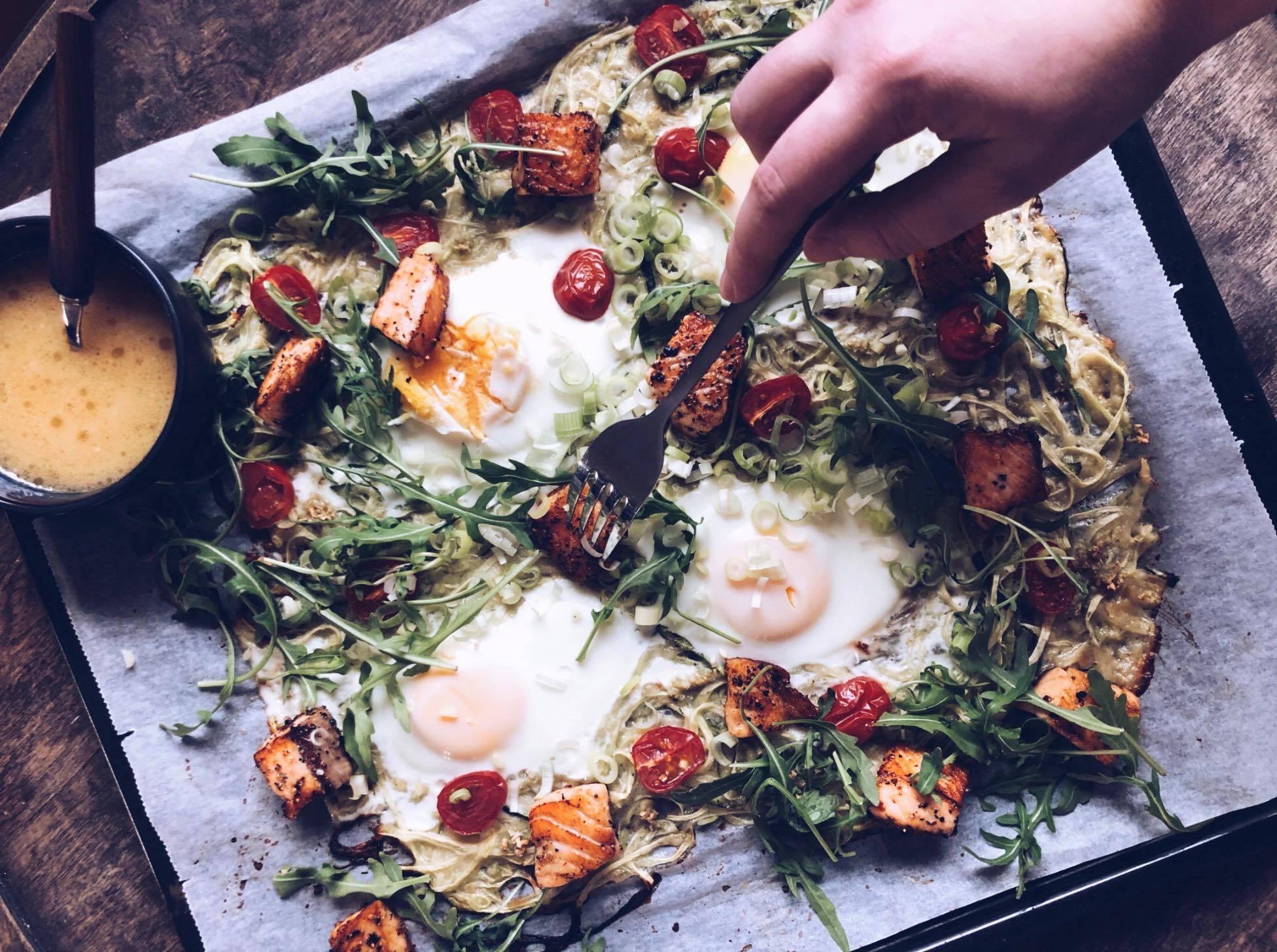 Ovnsbakt squashpasta med egg og laks