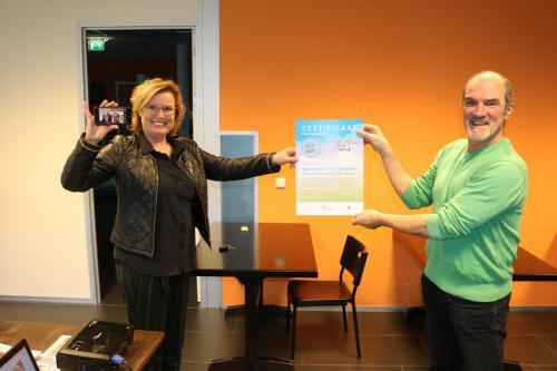 Foto 1 uitreiking certificaat Senioren Kracht Netwerk