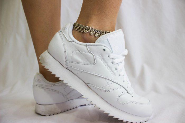 weißen Sneaker 0