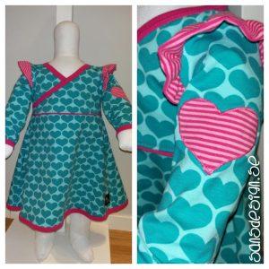 Resultatet av allt sprättande - en söt klänning som blev klar till slut! :)