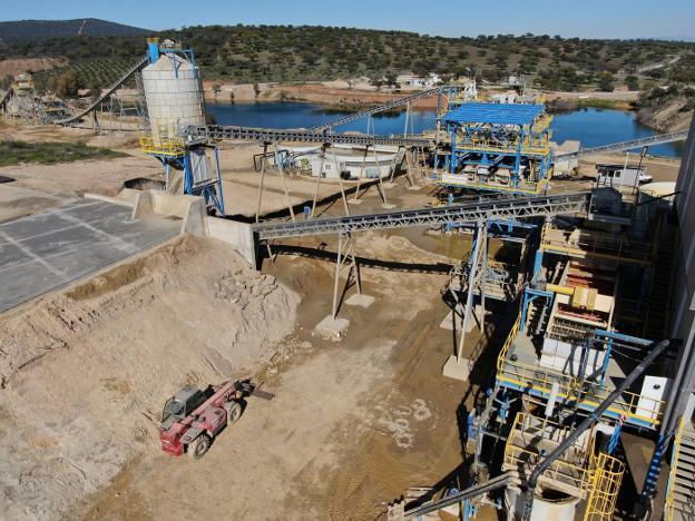 La mina La Parrilla, entre Santa Amalia y Almoharín, inyecta medio millón de euros a las arcas municipales