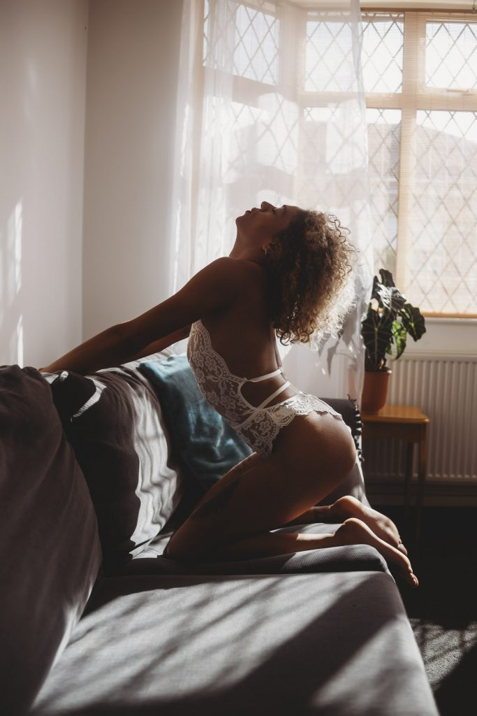 5-boudoir-poses-boudoir-shoot
