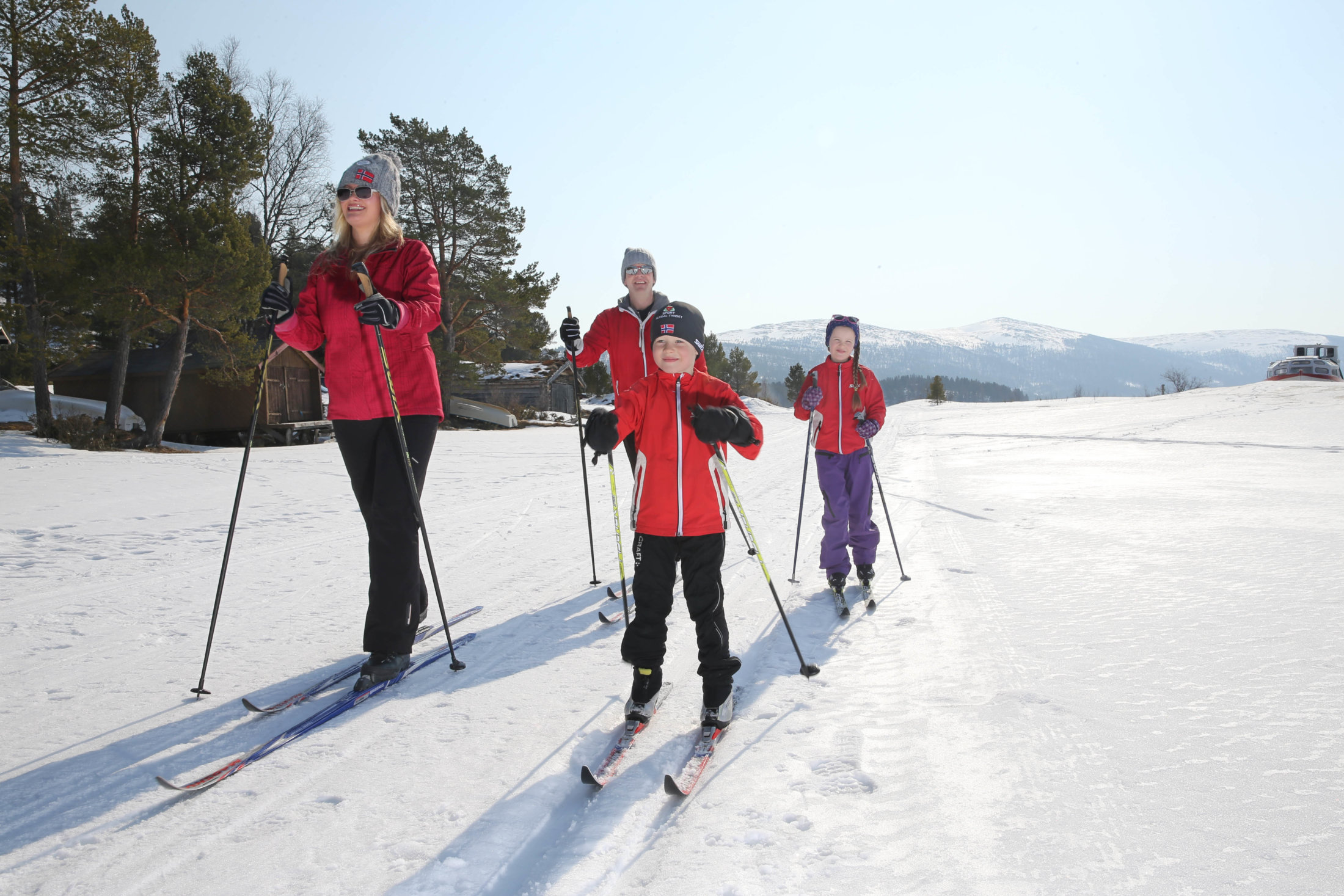 Familie på skitur