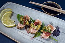 Halstrad lax eller tonfisk med mangosalsa