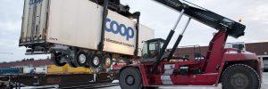 Cooptåget, lastning av trailers Coops kombiterminal i Bro.  Godset nr 1 2014
