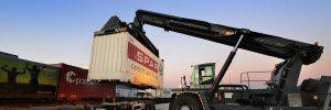 container-last_fra_bil_pa_tog_bergen_oyg7581