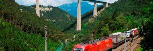 güterzug-vor-autobahnbrücke- brenner-oebb-hanno-thurnher-2