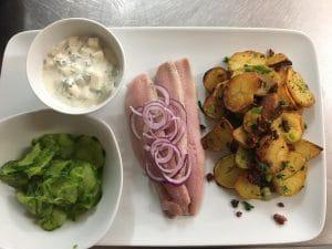 Klassiker Matjes mit Bratkartoffeln