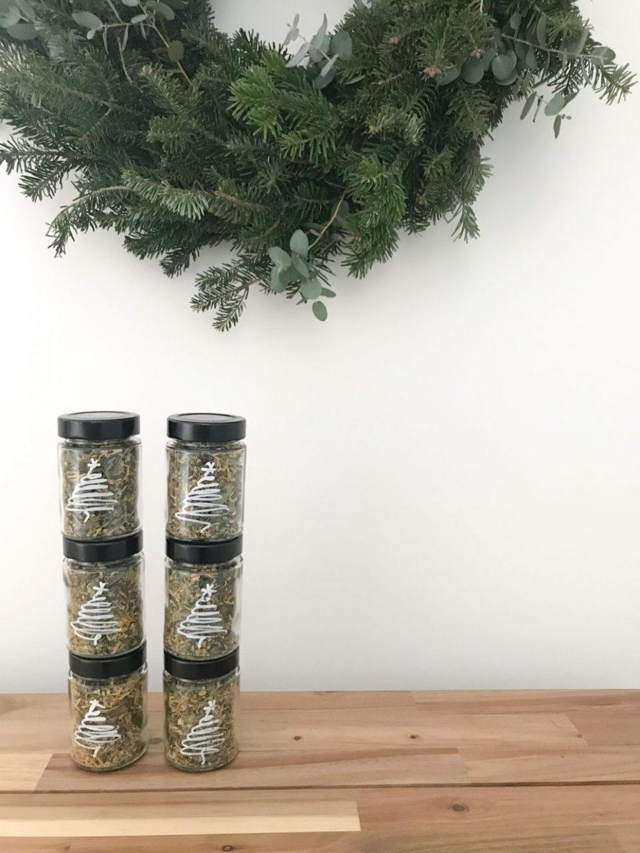 DIY Kräutergeschenke oder wie man dem Weihnachtsgeschenkestress etwas entkommt.