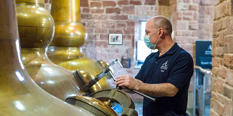 Independent whisky distillery offers 'distiller for a day' stays on Airbnb