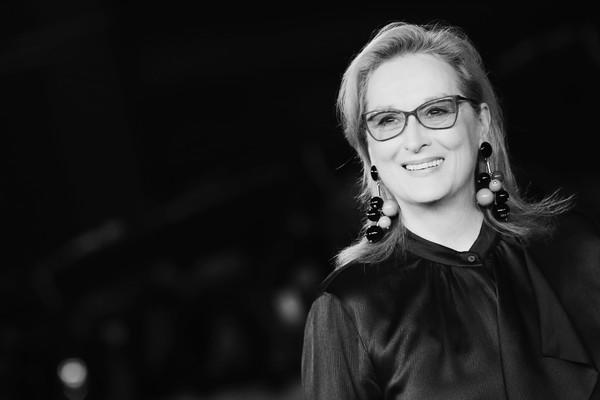 Portrait de Meryl Streep : Élégance et Distinction.