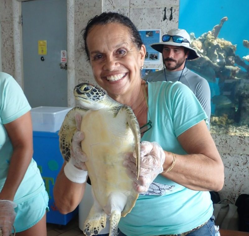 Nlly - volunteer of sea turtle conservation curacao