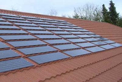 Paneaux solaires sur Toiture métallique Polytuil Decra