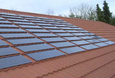 Toiture: Les tuiles métalliques Decra, Paneaux solaires.