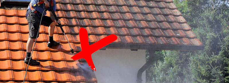 Le nettoyage haute pression détruit les tuiles