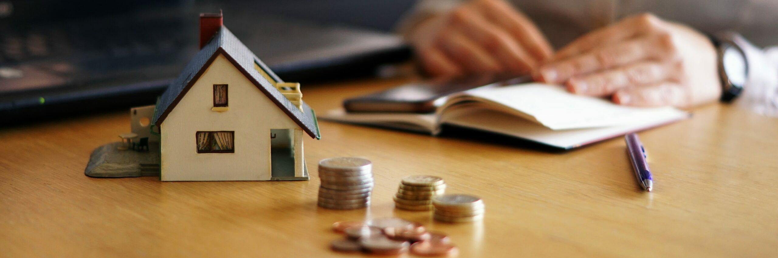 Aan- en verkoopbegeleiding van vastgoed als tussenpersoon en raadsman