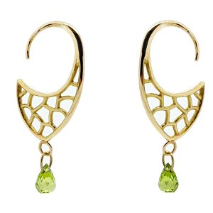 Serena Fox Atlantis Shield Earrings in 18 carat yellow gold, with peridot briolettes