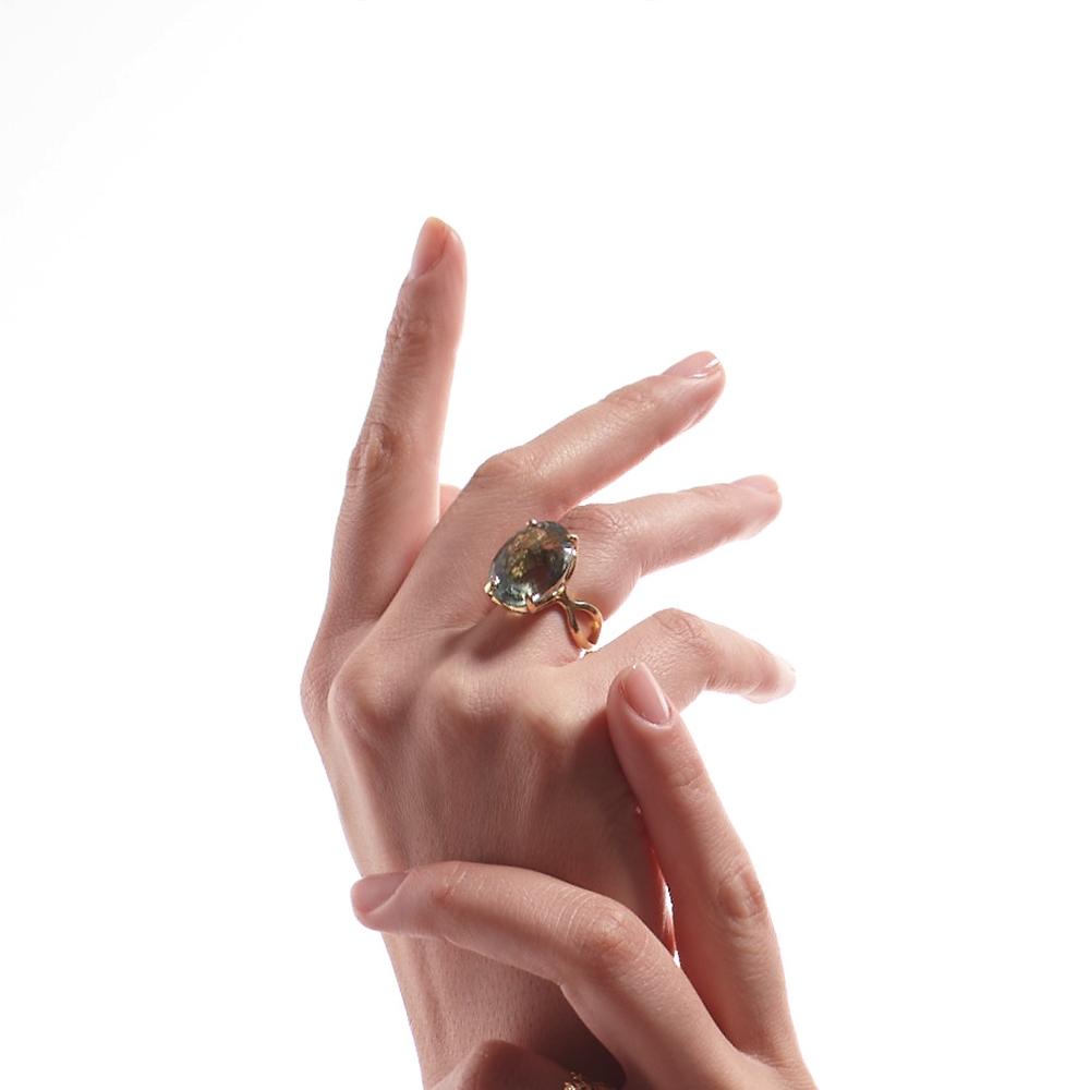 Serena FoxInfinity Ring in 18 carat yellow gold with 18.3 carat prasiolite.